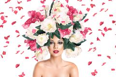 Портрет молодой женщины Betautiful с держателем цветка стоковое изображение rf
