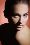 Портрет молодой красивейшей девушки с совершенной кожей здоровья стороны Стоковое Изображение