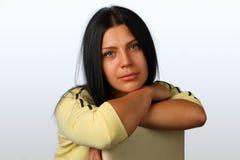 Портрет молодой, красивой девушки брюнет стоковая фотография rf