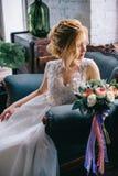Портрет молодой красивой невесты в интерьере Стоковые Изображения RF
