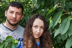 Портрет молодых пар внешний чувственный Стоковое Изображение RF