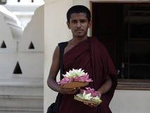 Портрет монаха вне виска священной реликвии зуба Стоковое Изображение