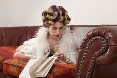 Портрет модели с книгой Стоковые Фото