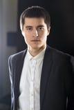 Портрет молодого взрослого бизнесмена в костюме Стоковое фото RF