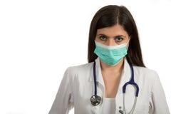 Портрет молодого женского доктора с маской Стоковые Изображения