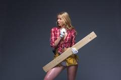 Портрет молодого женского плотника конструкции Стоковые Фото