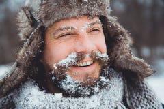 Портрет молодого красивого человека с бородой Конец персоны вверх бородатого человека Стоковые Изображения RF