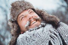 Портрет молодого красивого человека с бородой Конец персоны вверх бородатого человека Стоковое фото RF