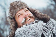 Портрет молодого красивого человека с бородой Конец персоны вверх бородатого человека Стоковые Фото