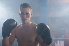 Портрет молодого мужского боксера с носом кровотечения Стоковые Изображения RF
