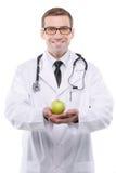 Портрет молодого мужского доктора держа зеленое яблоко Стоковое Изображение