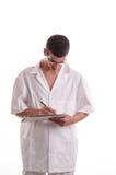 Портрет молодого доктора писать рецепт Стоковые Фото
