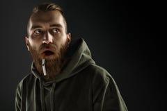 Портрет молодого парня, который нужно прекратить курить Стоковая Фотография RF