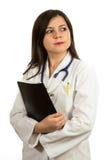 Портрет молодого уверенно женского доктора держа папку Стоковая Фотография RF