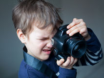 Портрет молодого фотографа стоковое фото