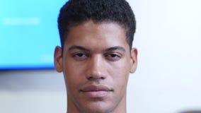 Портрет молодого чернокожего человек видеоматериал