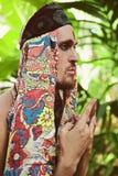 Портрет молодого человека в ритуальном костюме стоковая фотография rf