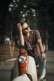 Портрет молодого человека на мотоцилк Стоковые Изображения RF