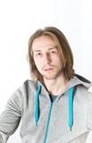 Портрет молодого человека с длинними светлыми волосами Стоковые Изображения RF
