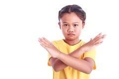 Портрет молодой азиатской девушки изолированной на белизне: Сердитая концепция Стоковые Изображения RF
