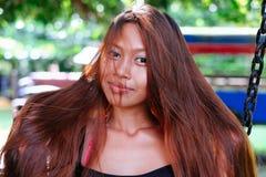 Портрет молодой азиатской девушки с естественными красивыми длинными волосами Стоковые Фотографии RF