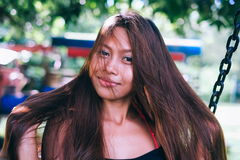 Портрет молодой азиатской девушки с естественными красивыми длинными волосами Стоковые Изображения