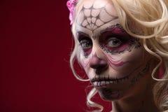 Портрет молодой белокурой девушки с составом Calaveras Стоковые Фотографии RF