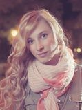 Портрет молодой женской коммерсантки в ноче Стоковое Изображение RF