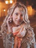Портрет молодой женской коммерсантки в ноче Стоковая Фотография