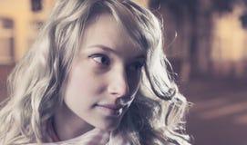 Портрет молодой женской коммерсантки в ноче Стоковое Фото
