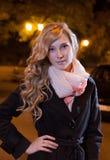 Портрет молодой женской коммерсантки в ноче Стоковые Изображения RF