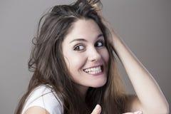 Портрет молодой женщины брюнет делая стороны Стоковые Изображения