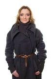 Портрет молодой женщины в пальто стоковое фото