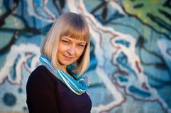 Портрет молодой женщины напольной Стоковые Фото