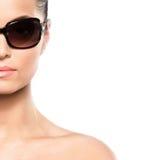 Портрет молодой женщины в солнечных очках Стоковое Фото