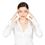 Женщина в стеклах с головной болью сжумает виски Стоковые Изображения