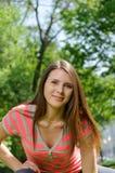 Портрет молодой женщины делая протягивающ тренировку Стоковое фото RF