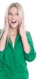 Портрет молодой женщины крича на камере изолированной на белизне Стоковые Изображения