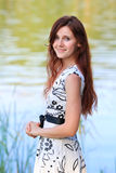 Портрет молодой женщины на озере Стоковое фото RF
