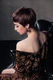 Портрет молодой женщины с коротким слышит Стоковая Фотография RF