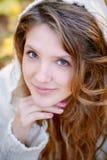 Портрет молодой женщины с красивейшими волосами Стоковые Изображения RF