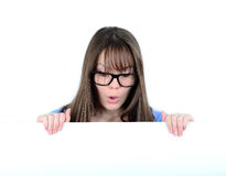 Портрет молодой женщины с с пустой белой доской Стоковые Фотографии RF