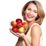 Портрет молодой женщины с яблоками Стоковые Изображения