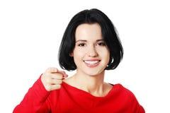 Портрет молодой женщины указывая на вас Стоковое Изображение