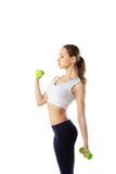 Портрет молодой женщины фитнеса с гантелями Стоковая Фотография RF