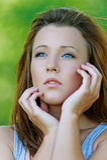 Портрет молодой задумчивой девушки Стоковая Фотография