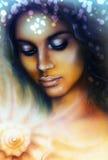 Портрет молодой индийской женщины при закрытые глаза размышляя вверх Стоковые Изображения RF