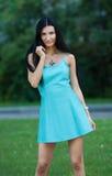 Портрет молодой красивейшей женщины outdoors Стоковое Фото
