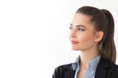 Портрет молодой красивой бизнес-леди на белой предпосылке Стоковые Фотографии RF