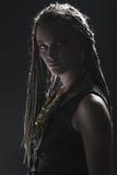 Портрет молодой красивой девушки с стильными составом и боязнями Стоковая Фотография RF
